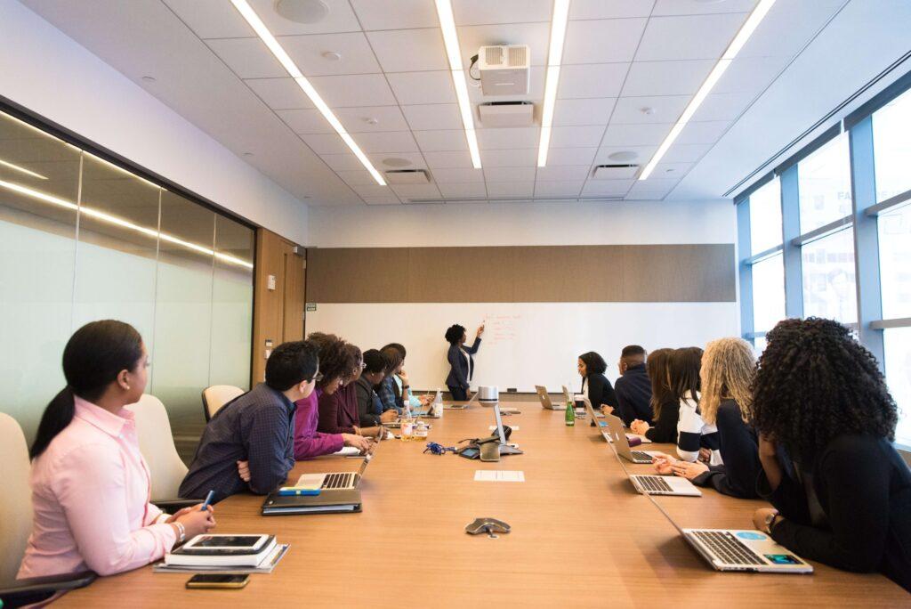reunião para escolha de okrs em sua startup